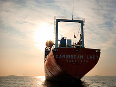 Caribbean lady (Erik Daugaard Photography - Copenhagen) Tags: red lady ship windmills caribbean stern aft kbenhavns middelgrunden vindmller hk copenhagenroads agterstvn