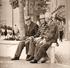 Three Old Men Without Time Looking at Something (Mohav [Trafficante di Sarde]) Tags: old portrait men darkroom mediumformat time hasselblad kodaktrix something ritratto goethe anziani seppia sonnar vecchiaia 250mm cameraoscura silverprint 503cx medioformato tetenaleukobrom ritrattidiof baritata durstm800 macopaper