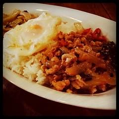 タイ料理のSOI7にて久々ランチ。グリーンカレーと鶏炒めのコンビ。うまーい。