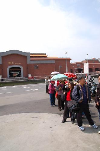 等公車的人群
