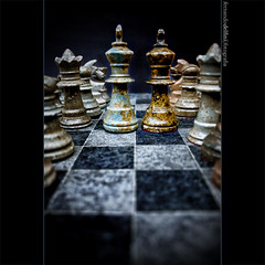 The Great Debate... (Fernando Delfini) Tags: blue black art stone canon dark rebel still war pieces dof d border perspective chess textures kings fernando soldiers series concept 2008 vignette lucisart efs1855 delfini xti 400d aplusphoto