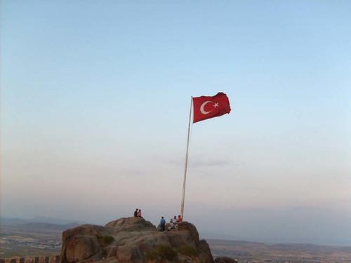 Karahisar Kalesi'nde Türk Bayrağı