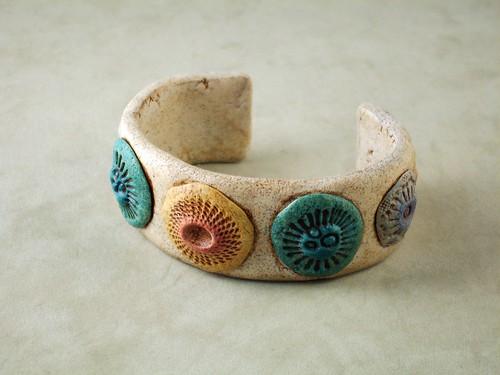 Urchin Cuff par Kim Cavender