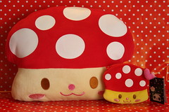 Mushroom (Verokitschy) Tags: cute mushroom smile stuffed plush pillow purse kawaii cushion zakka janetstore bubblepanda kinokko