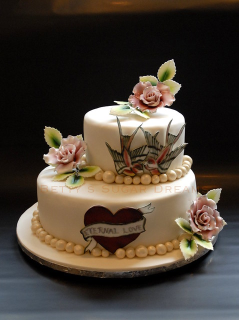 Eternal love. Wedding cake with tattoo motifes. The heart was choosen as the