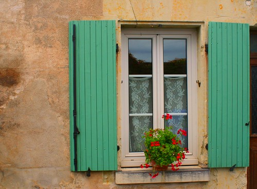 Shutters and geraniums, Chinon