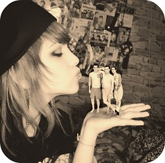 BLINK IS MINE! :p (la7uky) Tags: show love me make up ava rock tattoo sepia tom last photoshop one kiss punk time you mark piercing travis plus barker blink blink182 let beso boina 44 tatuaje maquillaje 182 delonge hoppus arito tuky efectopedorro