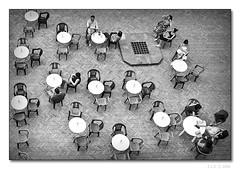 Colte fantasticherie (Enrico Lo Storto) Tags: bw bar club flickr wine lounge insieme merenda biancoenero vino aperitivo colazione pausa brekfast poeti tavolini nikond200 bwdreams supershot tonalit bnvitadistrada alenrylu
