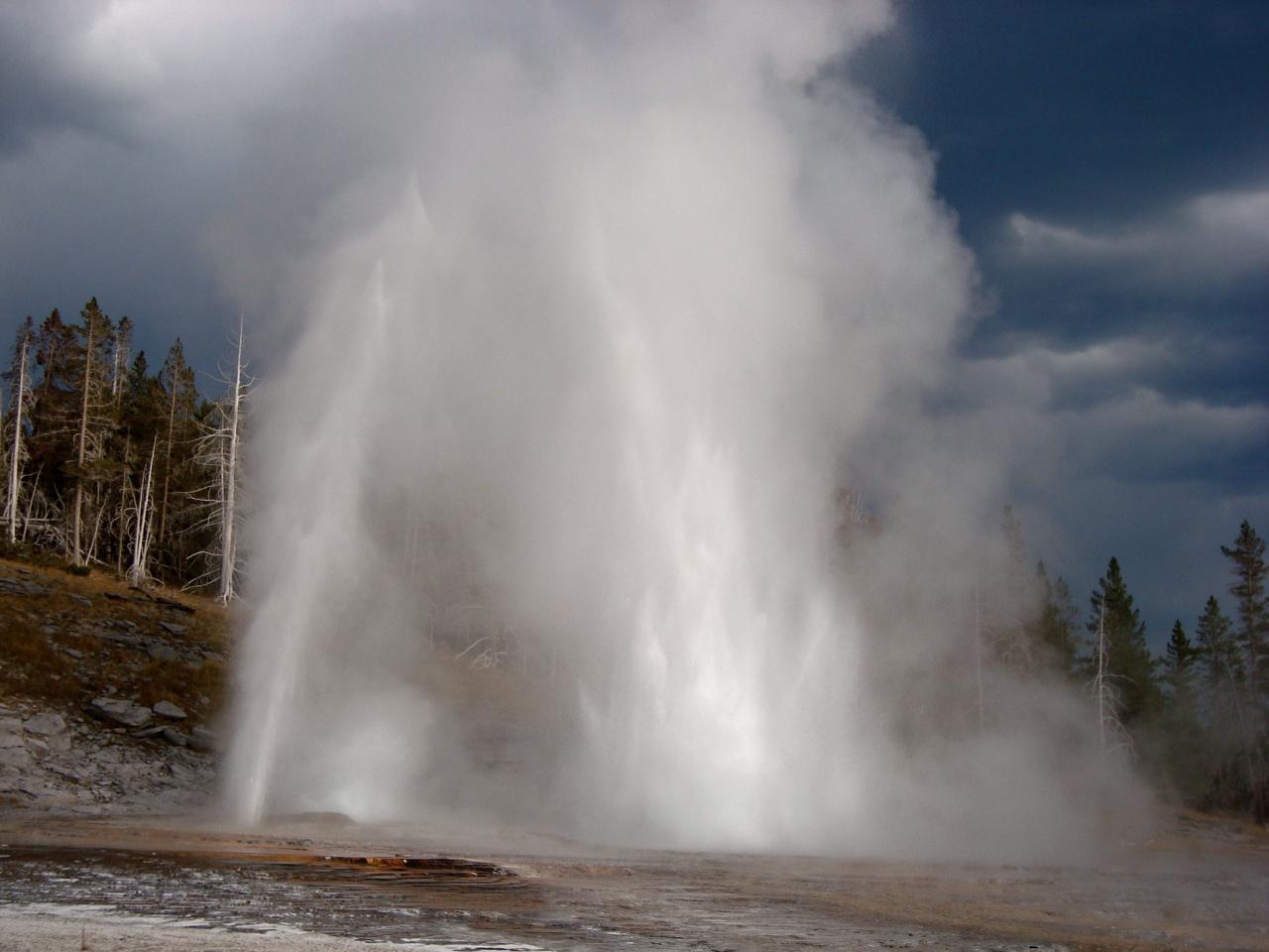 Grand Geyser Erupting