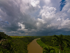 The Worst is Yet to Come (Federico Alberto) Tags: clouds ro river landscape flooding dominicanrepublic paisaje olympus nubes e3 nophotoshop soe republicadominicana laromana extremewideangle tropicalforest altosdechavn repblicadominicana ultrawideangle inundacin rpubliquedominicaine chavn 714mm nohdr mywinners zd714mm theunforgettablepictures goldstaraward olympuse3 damniwishidtakenthat forestatropical