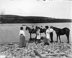 Calling the ferry, St. John River, NB, 1915 (?) (Muse McCord Museum) Tags: horses horse canada boys ferry river women hats canoe newbrunswick suitcase 1915 skirts chevaux stjohnriver mccordmuseum musemccord commons:event=commonground2009