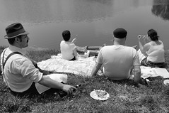 Sunday on the banks of the Salesina lake, 2008 (MWCalendario day) (Roby1kenobi) Tags: bw nikon milano d2x sarmax lea tribute henricartierbresson calendario laghetto mw zotto hcb forlanini margotta 1735mmf28 roby1kenobi robertomignanego mwcalendario ottobre2008 salesina tributetohcb sundayonthebanksoftherivermarne1938 bruttacopia httpwwwrobertomignanegocom