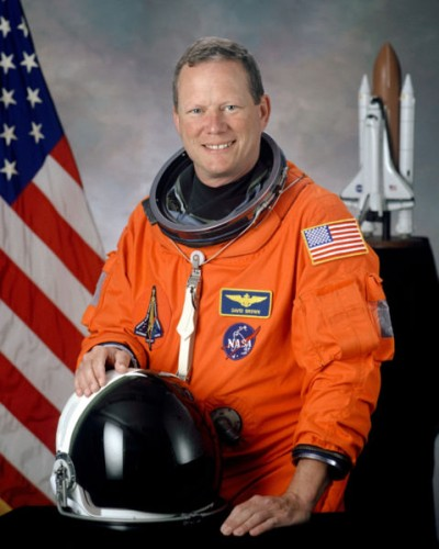 479px-David_M__Brown%2C_NASA_photo_portrait_in_orange_suit 400x500