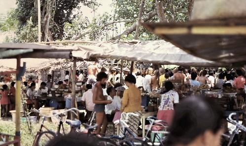 gm_01000 Kuta Beach Market, Balinese New Year 1975