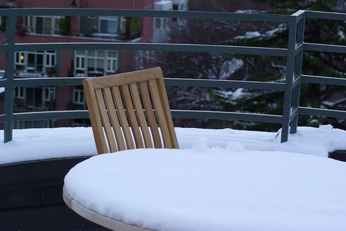 2008-12-14 Snow in Seattle Chair and Table