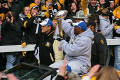 Steelers Lombardi Trophy (Deepak & Sunitha) Tags: pittsburgh nfl super bowl victory parade title superbowl sixth celebrate 2009 steelers champions grantstreet gosteelers terribletowel herewego steelernation lombarditrophy xliii jamesharrison sixburgh slashd