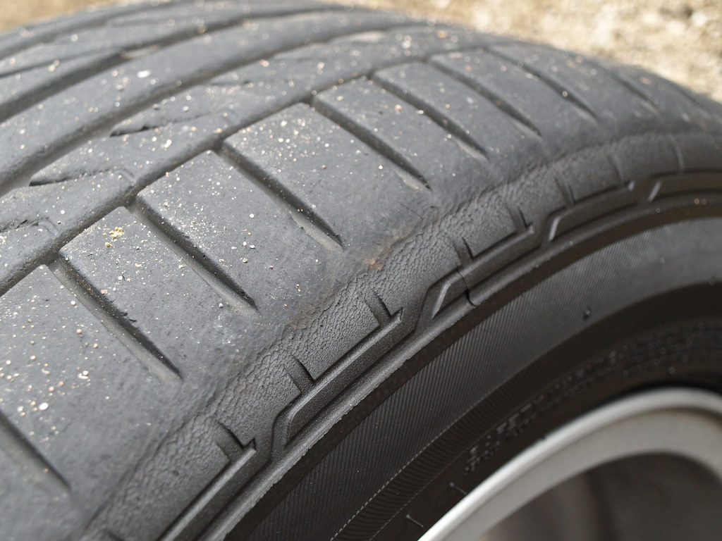 Front left tyre wear - RE050A