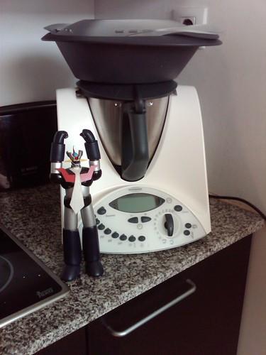 @hinay_gackt @kabuto @thaismusic aquí os dejo el robot de cocina al lado de la Thermomix