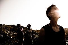 [フリー画像] 人物, 男性, セピア, 見上げる, 201106081700