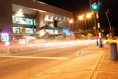 corriendito (changos!) Tags: luz noche avenida colombia sony manizales cable caldas changos dscr1 diseovisual