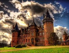 De Haar Castle (Esther Seijmonsbergen) Tags: holland castle fairytale gates towers nederland thenetherlands medieval esther d200 middleages hdr turrets haarzuilens moats dehaar kasteel nikond200 sprookjesachtig estherseijmonsbergen