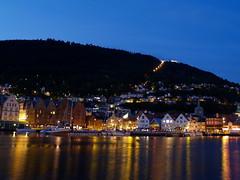 Puerto de Bergen (Sergio.Molina) Tags: norway night landscape puerto noche paisaje nocturna noruega e300 bergen bryggen zd1445mm visitoslo