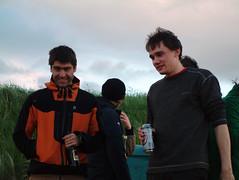 two Dans (kat's_eye) Tags: friends summer two dan beach evening scotland sand fife weekend danny kiki kingsbarns kingsbarnsbeach june2008 dannymitchell dangates