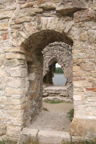 Fensterhöhlen in altem Gemäuer
