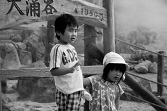 2008-07 Hakone 008 (blogmulo) Tags: travel people bw white blanco japan kids fuji gente negro nios viajes balck 2008 hakone japon hotsprings japn aplusphoto blogmulo