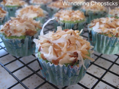 Pandan Mini Cupcakes with Coconut Flakes 1