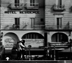 Le Baiser De L'Hotel - Omage a Robert Doisneau (fabio c. favaloro) Tags: blackandwhite bw italy love nikon kiss bn lovers 2008 bianconero thekiss biancoenero d300 omage bwdreams mywinners 80200mmf28dnew allrightsreserved betterthangood nikond300 fabiocfavaloro rdoisenau lebaiserdelhotel