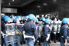 PaintPolice.. (FaAbiu) Tags: milano polizia manifestazione cadorna no133 legge133