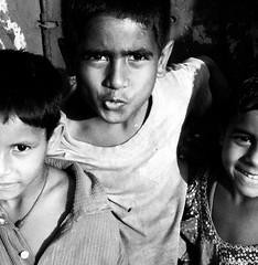 L'unione..... (Monia Sbreni) Tags: portrait people bw india asia child noiretblanc zwartwit bambini indian bn indie schwarzweiss kolkata ritratto bengal pretoebranco bianconero calcutta biancoenero bengali svartvitt blackandwithe bengala moniasbreni reportase