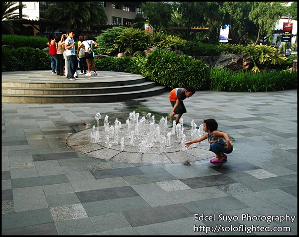 kids and fountain5