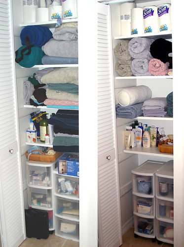 Linen closet before and after by chottomotto.