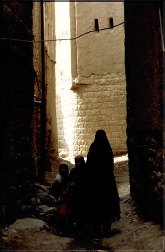 "YE 97 Caruggio Yemenita • <a style=""font-size:0.8em;"" href=""http://www.flickr.com/photos/49106436@N00/2447824217/"" target=""_blank"">View on Flickr</a>"