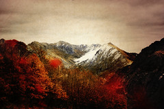 leon (laororo) Tags: old red snow mountains colors landscape spain leon mistic sandrag sandragonzalez laororo