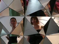 Autorretrato con Sara (Nanillas) Tags: selfportrait sara reflet espejo reflejo autorretrato reflets con mirroir mirrow prisma