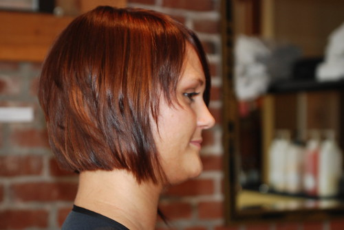 Here's a cute style for women with thin short hair, layers in this bob