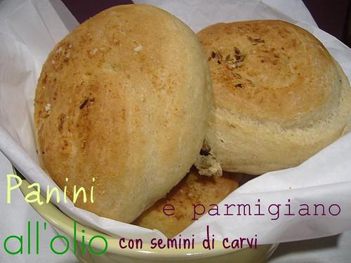 Panini al carvi e parmigiano