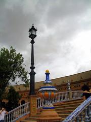 Plaza de España (Graça Vargas) Tags: españa lamp canon sevilla spain tiles plazadeespaña azulejos luminária graçavargas ©2008graçavargasallrightsreserved 2702080109