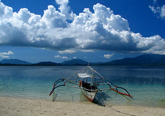 Waiting for My Ride (Storm Crypt) Tags: wood blue sea sky mountain green clouds island coast boat sand horizon philippines shoreline shore seashore powerboat cluds seacoast puertoprincesa palawan pandan outrigger pandanisland wowphilippines hondabay beachead worldwidelandscapes