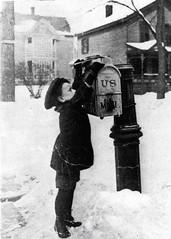Anglų lietuvių žodynas. Žodis mail slot reiškia pašto lizdas lietuviškai.