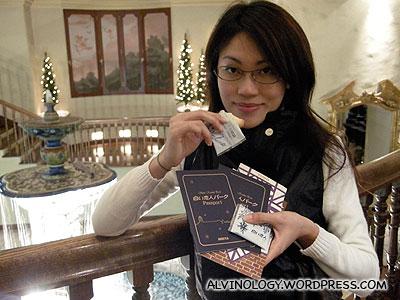 Complementary Shoiroi Koibito cookies and Ishiya passports