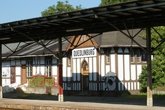 Bahnhofnebengebude (stoerche-bw) Tags: bahnsteig fachwerk quedlinburg neugotik bahnsteigberdachung bahnhofnebengebude