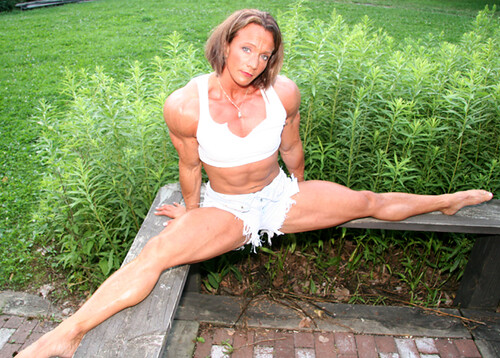Janeen Lankowski : FBBDoes The Splits