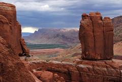 .20071001_8584...The Penguins, uranium tailings, and Moab (listorama) Tags: park terrain landscape utah sandstone desert arches erosion moab geology archesnationalpark geomorphology topography landform thepenguins ut2007sep