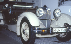 (Godi001 (plz. visit the galleries...)) Tags: cars analog slide dia dynax dynax700si kodakelitechrom200