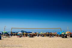Una red que nos separa (Berts @idar) Tags: calle playa alicante paseo vacaciones benidorm efs1855mmf3556 vidacotidiana espaa canoneos400ddigital ojosajenos ojosajenoscom
