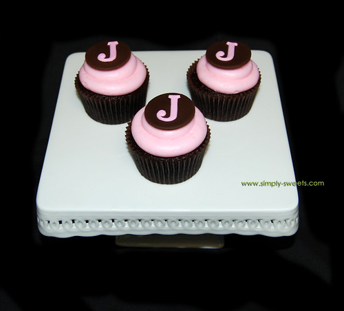 Pink and brown J monogram cupcakes